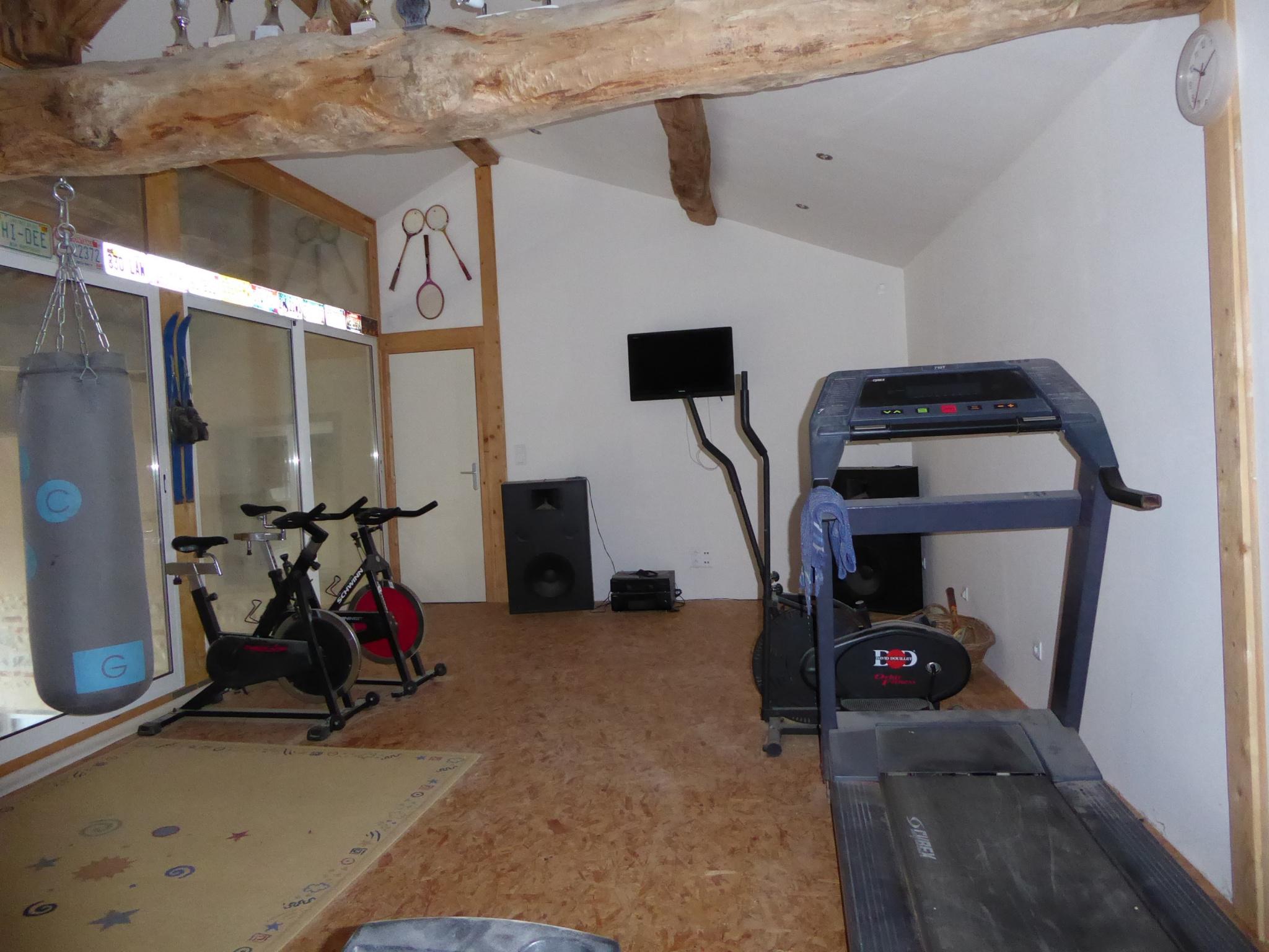 Salle de sport de 34 m², dans dépendance.