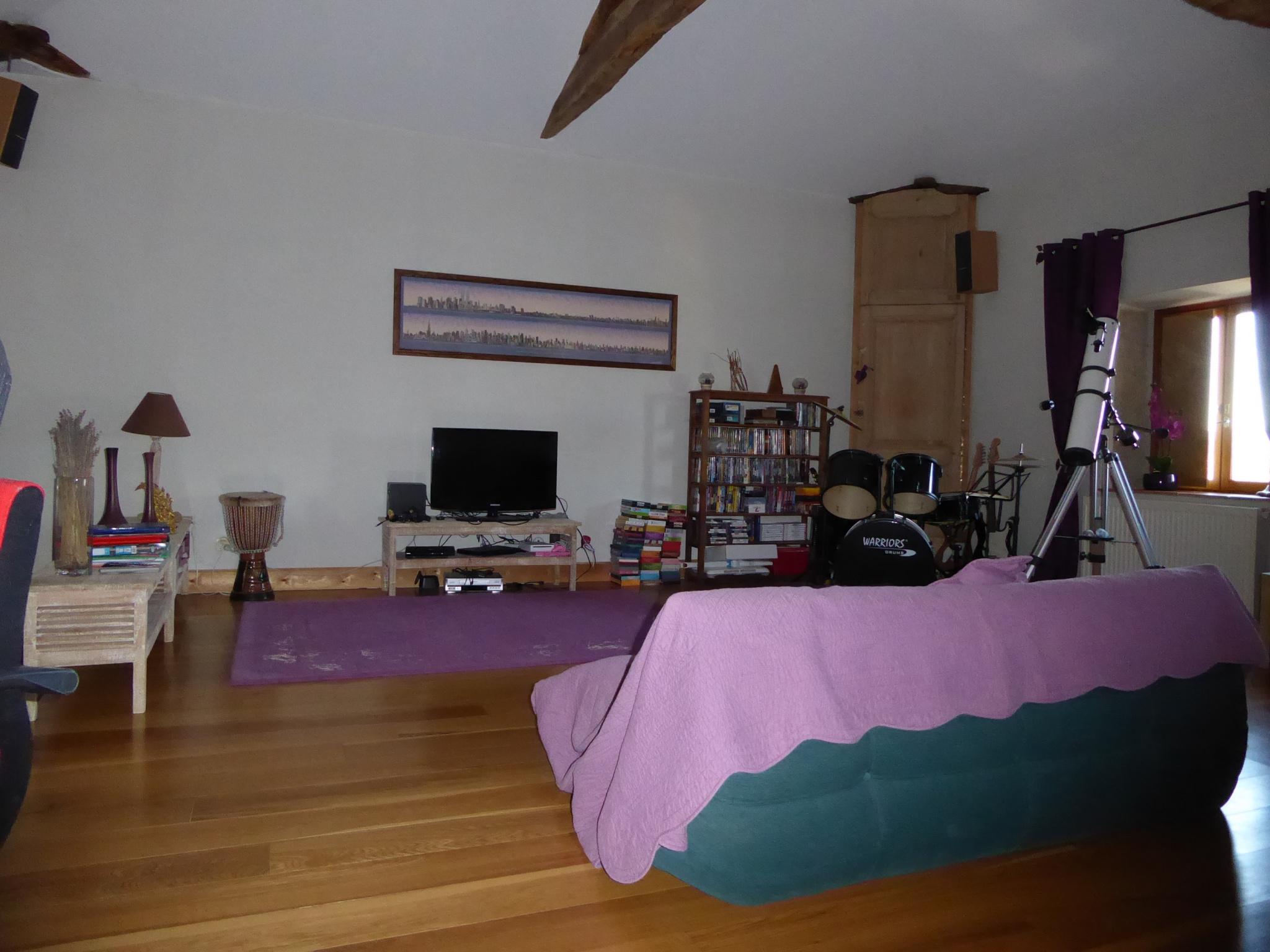 Salle de jeux / salon de 46 m² au 2ème étage.