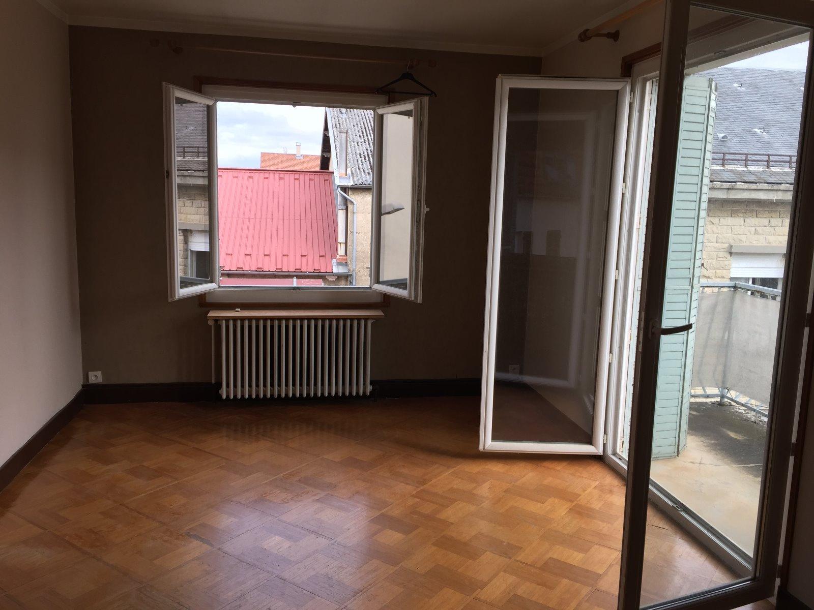 ventes immo a saisir investisseur appartement t3 centre amberieu en bugey rh ne alpes ain. Black Bedroom Furniture Sets. Home Design Ideas